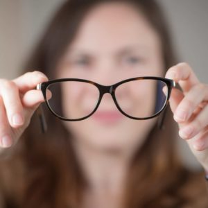 Augenpraxis-Wien-Brille-anpassen
